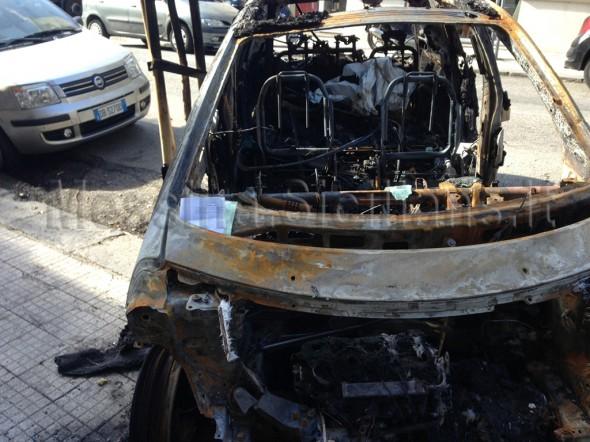 Macchine bruciate multate dai vigili urbani