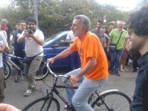 Renato Accorinti, sindaco di Messina il primo giorno a Palazzo Zanca
