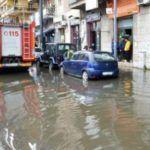 Violente piogge da oggi pomeriggio, traffico in tilt e allagamenti