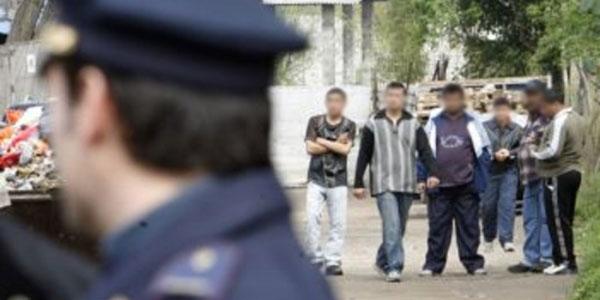 polizia_campo_nomadi_immigrati