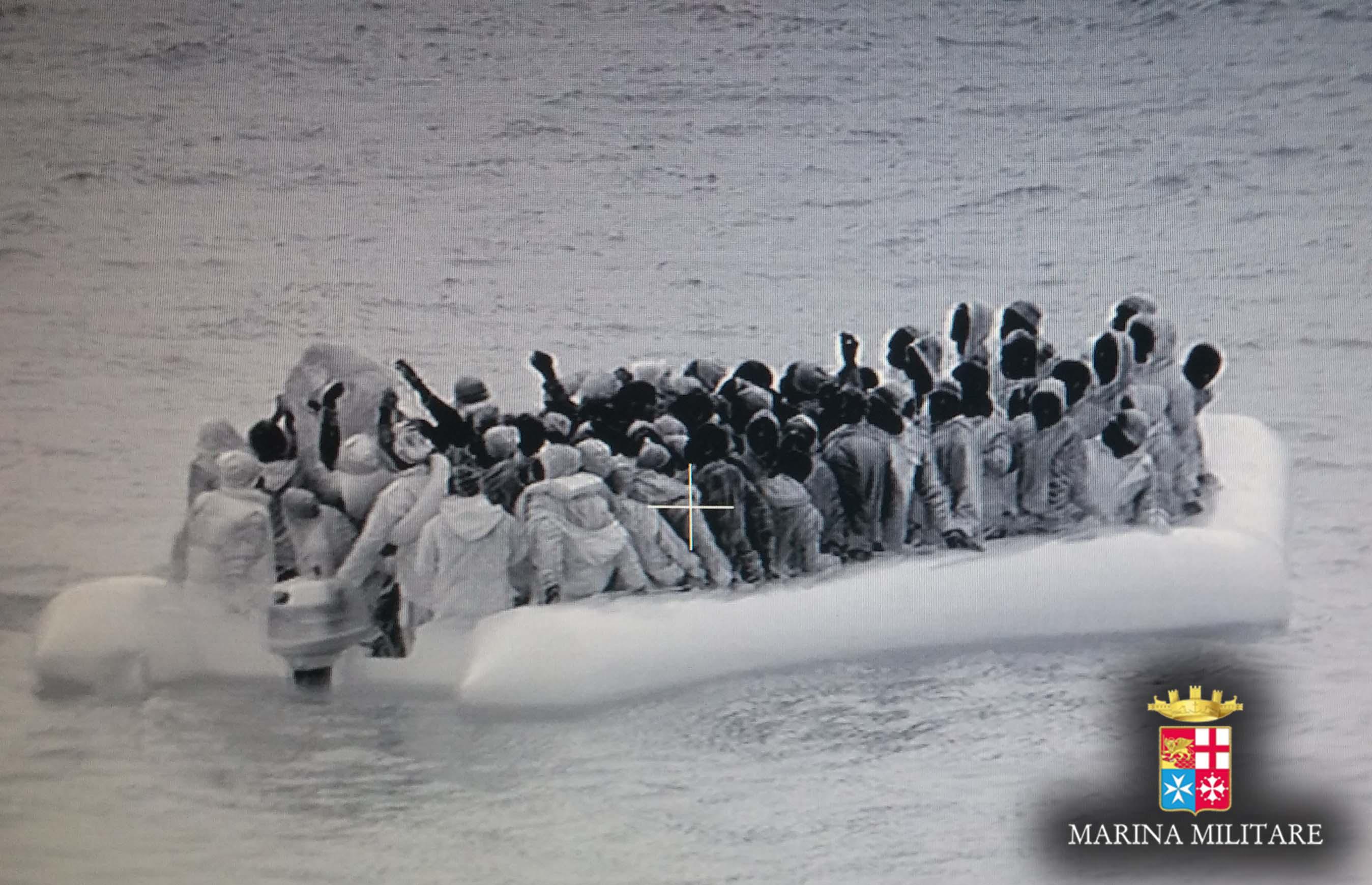 Sicilia, emergenza migranti: l'Aurelia sbarca ad Augusta e il M5S punta i fari su Razza e l'hotspot di Messina