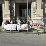 #Messina. I lavoratori della F.lli Raimondi protestano davanti alla Prefettura