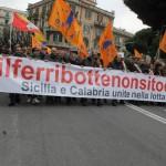 #ilferribottenonsitocca. Marcia indietro del Gruppo FS ma l'Orsa va avanti con lo sciopero