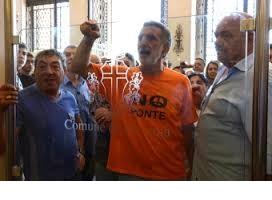 Il sindaco Accorinti quando ha fatto togliere i tornelli a Palazzo Zanca