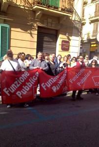 La protesta del lavoratori della coop Orsa Maggiore