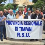 #Trapani. Sit-in di protesta del personale della Provincia davanti la Prefettura