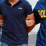 #Catania. Rapinano un negozio, un poliziotto fuori servizio li riconosce