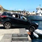 #Vulcano. Turista distratto: auto bloccata un attimo prima che finisse in mare
