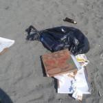 #Barcellona. Spiagge piene di rifiuti dopo la processione di San Rocco
