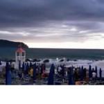 #Furnari. Yacht in avaria si arena sulla spiaggia di Tonnarella IL VIDEO