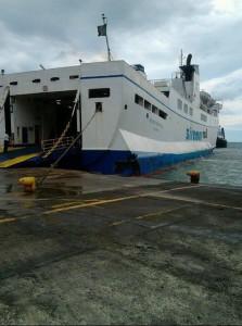 Nave Siremar incagliata a Vulcano 9-9-2015 c
