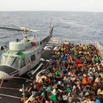 La Marina Militare soccorre 240 migranti nel Mediterraneo centrale