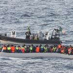 #Catania. Sbarcati 102 migranti dal pattugliatore irlandese Lé Samuel Beckett