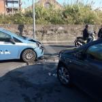 #Milazzo. Incidente in via Ciantro, volante della Polizia si scontra con una Opel