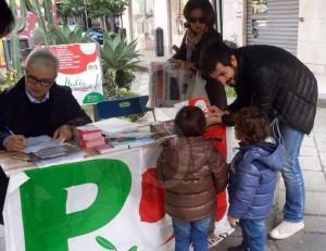 Il banchetto di piazza Cairoli a Messina
