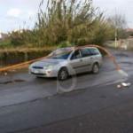 #Barcellona. Tragedia sfiorata: palo della luce crolla su auto in transito