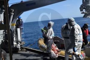 Migranti, Nave Bettica - 21 febbraio - Il bambino soccorso arriva a bordo