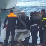 #Lipari. Messinese scivola in mare dal molo con l'auto e muore