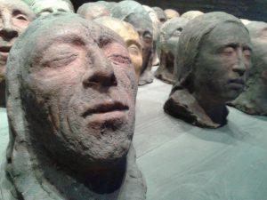Una delle sculture di Andrea Fogli