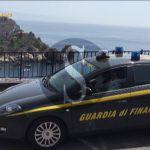 Taormina, si appropriavano delle somme versate dagli utenti morosi: arrestato avvocato, divieto di dimora per ex dirigente comunale