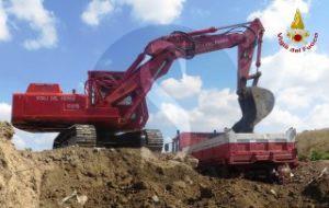 Vigili_del_Fuoco_escavatore