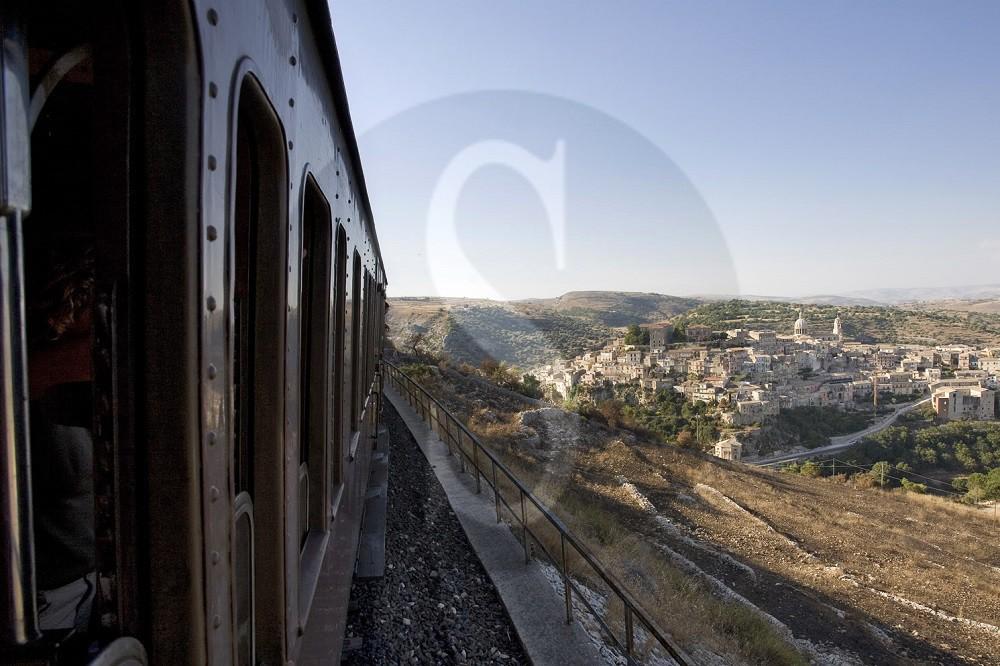 """FS rilancia il turismo, più collegamenti per la Sicilia e in arrivo l'app """"Self check-in"""""""