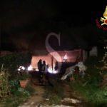 #Patti. Incendio in capannone di materiale per giardinaggio