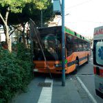 #Messina. Autista colto da malore, bus si schianta sulla Villetta Royal
