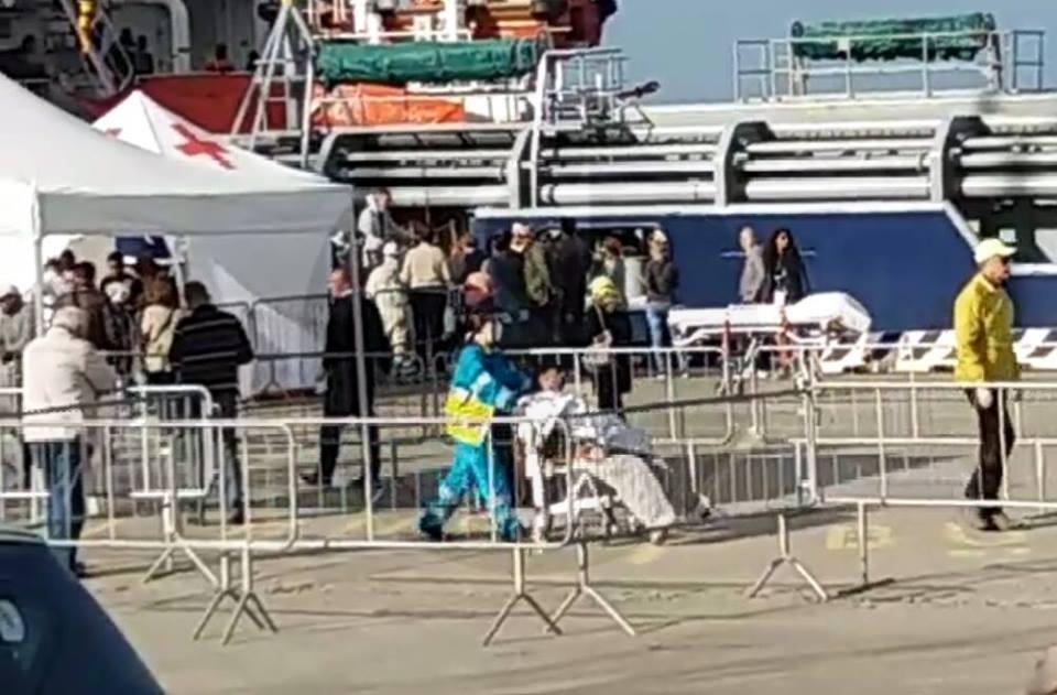 Immigrazione, confusione a 5 Stelle: all'ARS chiedono la testa della Lamorgese, a Roma si complimentano…