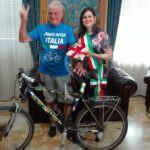 #Barcellona. L'80enne ciclista giramondo Janus River ha fatto tappa in città