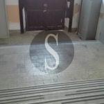 #Attualità. A Barcellona uffici comunali off limits per anziani e disabili