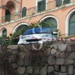 Cronaca. Messina, urta un muro che crolla mentre fa manovra: due feriti e traffico in tilt