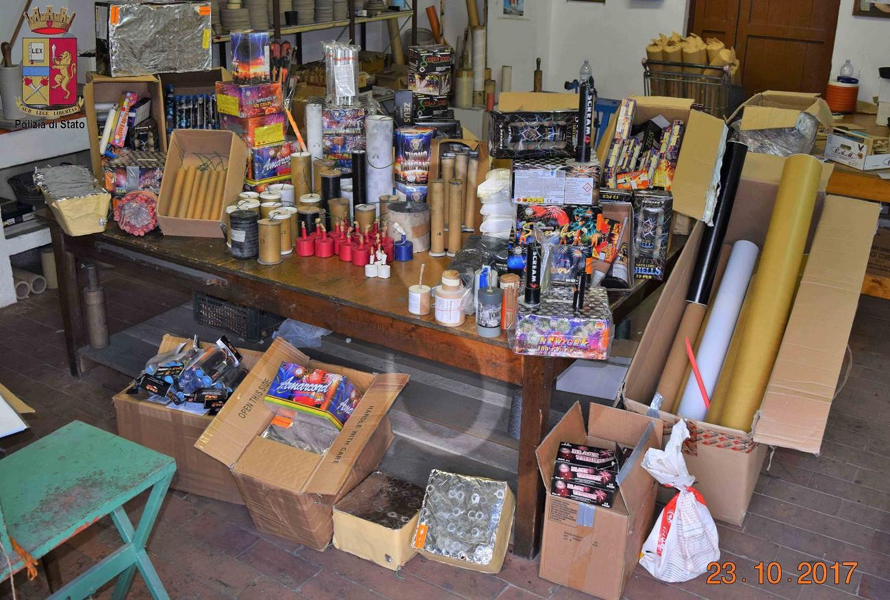 Cronaca armi e 130 chili di esplosivi nascosti in casa for Papino arredi catania