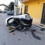 Cronaca. Barcellona, ladri in fuga si schiantano su due auto parcheggiate