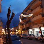 Cronaca. Luminarie a rischio crollo in via Roma a Barcellona