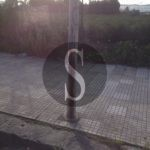 Cronaca. Barcellona, palo della luce arrugginito: a rischio l'incolumità di chi vive in via Milite Ignoto
