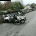 Cronaca. Auto finisce contro guard rail sulla Palermo-Messina, auto distrutta e rallentamenti