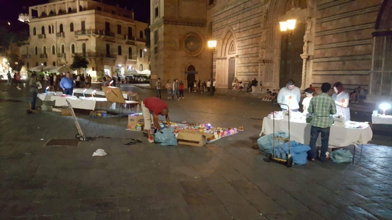 Attualità. Messina, piazza Duomo ostaggio di ambulanti e degrado