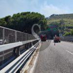 Cronaca. Messina, fumo e fiamme ai lati della tangenziale: traffico in tilt