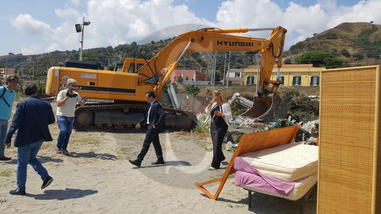 Politica. Completamento porto Tremestieri: ruspe in azione sulle case da abbattere