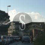 Cronaca. Milazzo, camion rifiuti si trascina un palo della luce: traffico in tilt