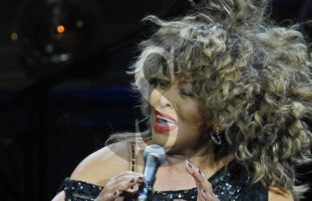 "Musica. I ""Simply the band"" cantano Tina Turner al Vintage Club di Palermo"