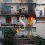 Grosso incendio in un appartamento a Barcellona PG, in salvo madre e figlia