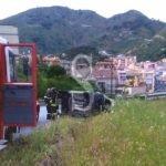 Svincolo Messina Centro: furgone si ribalta, ferito il conducente