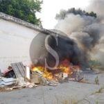 Cronaca. Incendio alla Fiera di Messina, a fuoco una macchina abbandonata e rifiuti
