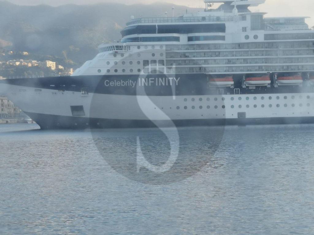 Messina, nave da crociera blocca il porto e fa ritardare la partenza del mezzo veloce FS