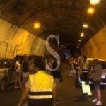 Auto a fuoco sulla Messina-Catania: circolazione in tilt e traffico paralizzato