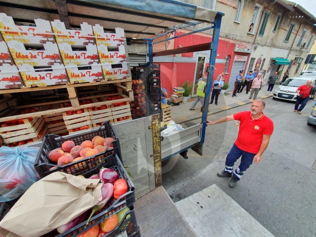 Messina, blitz antiabusivismo: sequestrati 4.000 chili di frutta e verdura