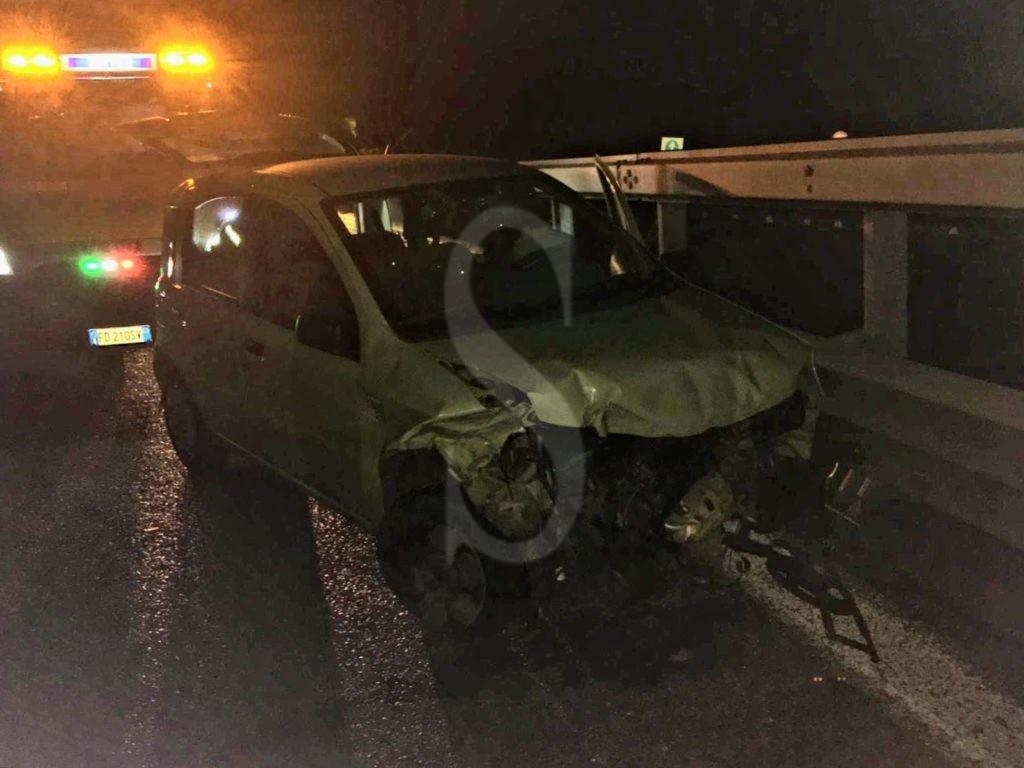 Messina, misterioso incidente sulla tangenziale: tracce di sangue ma nessuno nell'auto