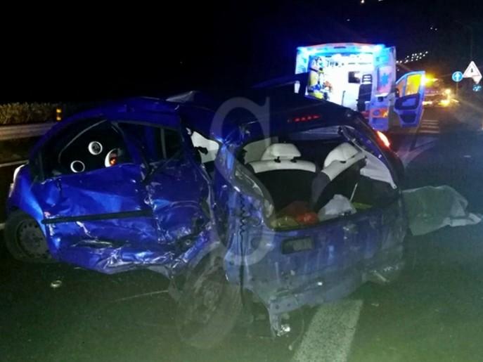 Tragico incidente sulla Messina-Palermo, scontro tra auto: morta una donna, 5 feriti